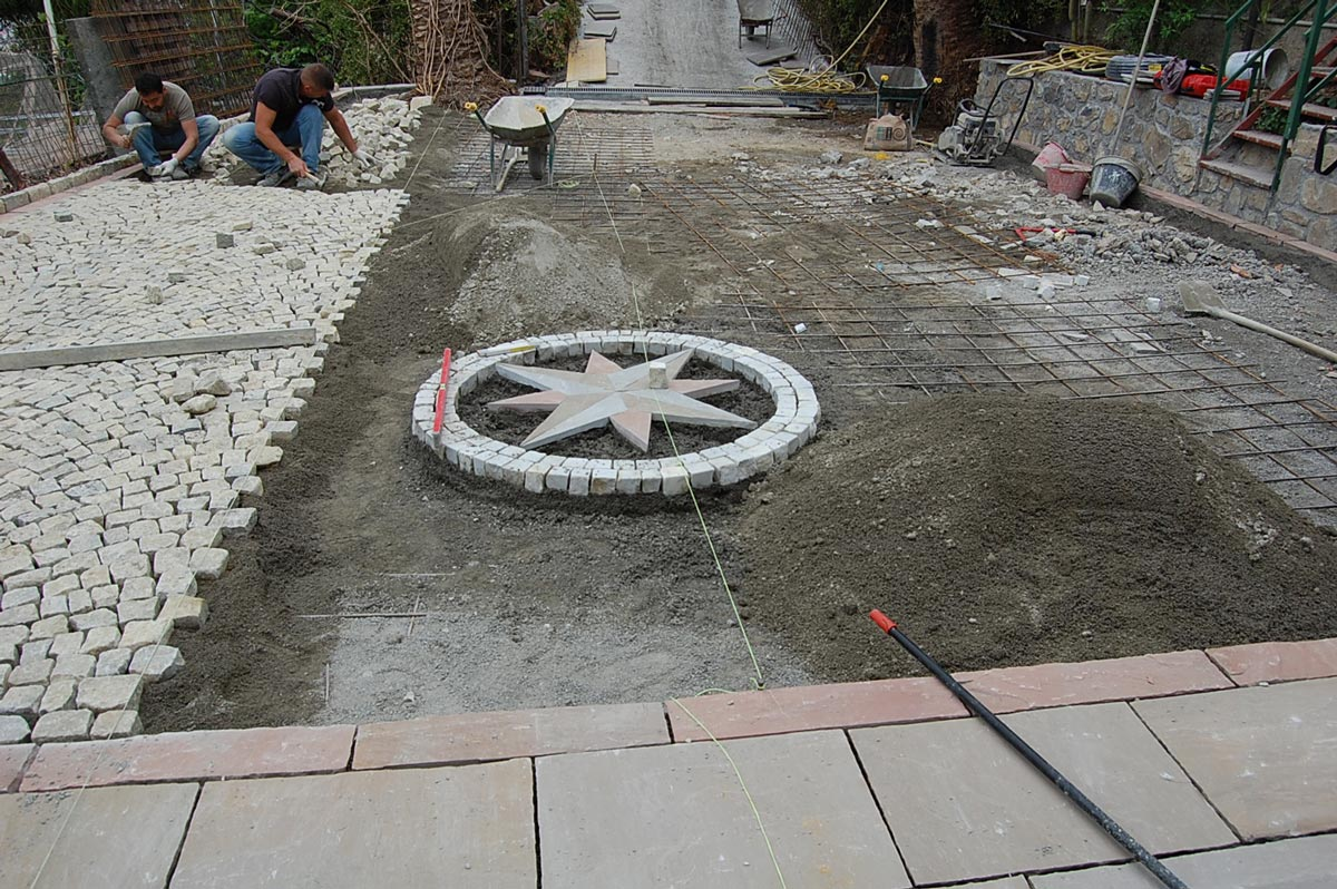 Laying cubes, natural split stone floor and decoration