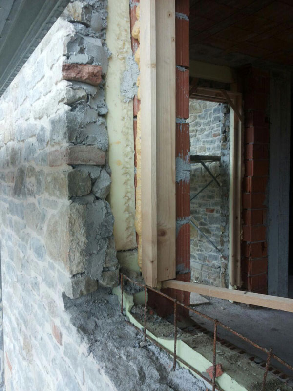 Stone cladding on exterior wall insulation