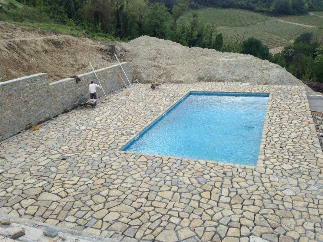 Natural stone swimming pool n°2